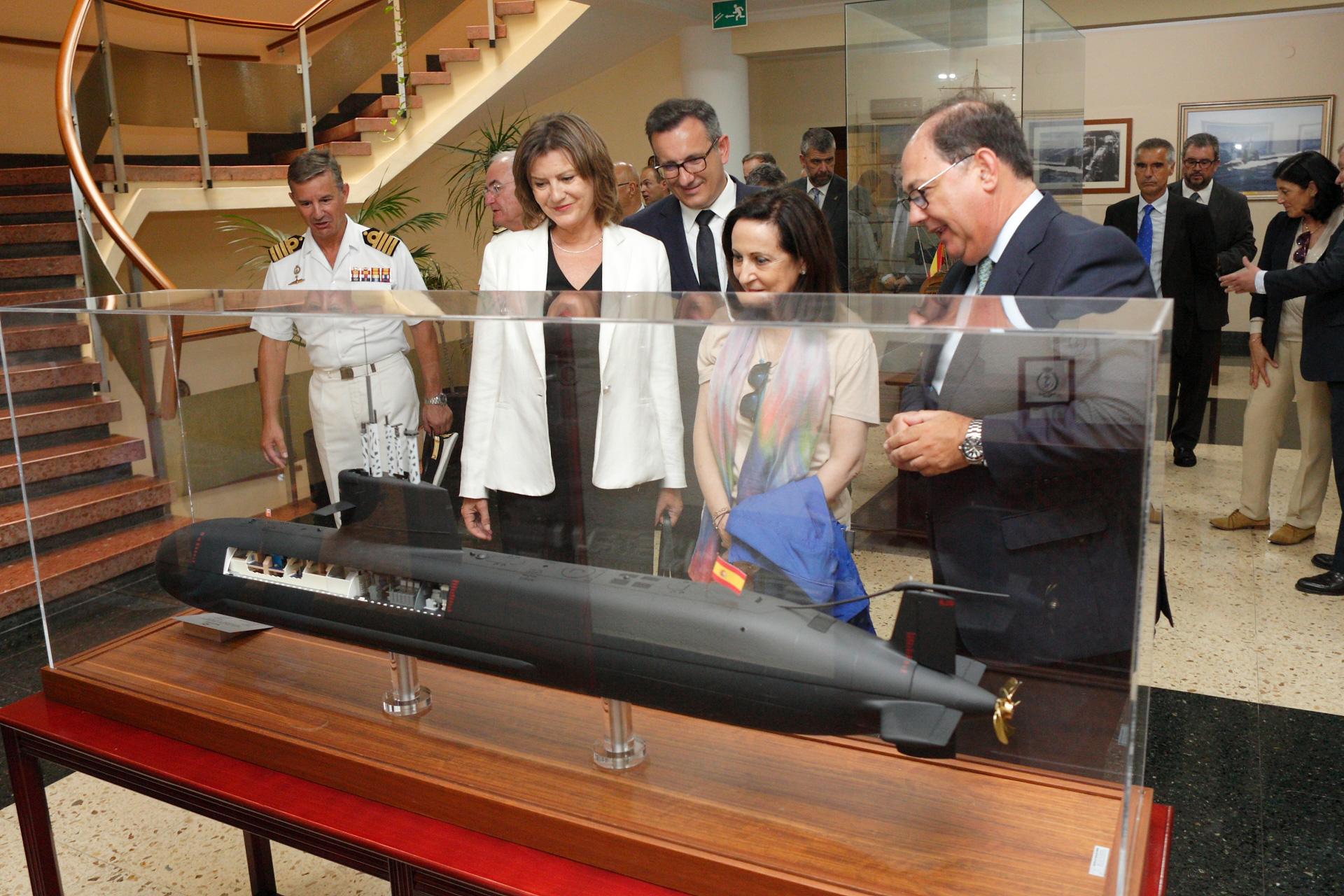La presidenta de Navantia junto a la ministra de Defensa, en el astillero de Cartagena de Navantia