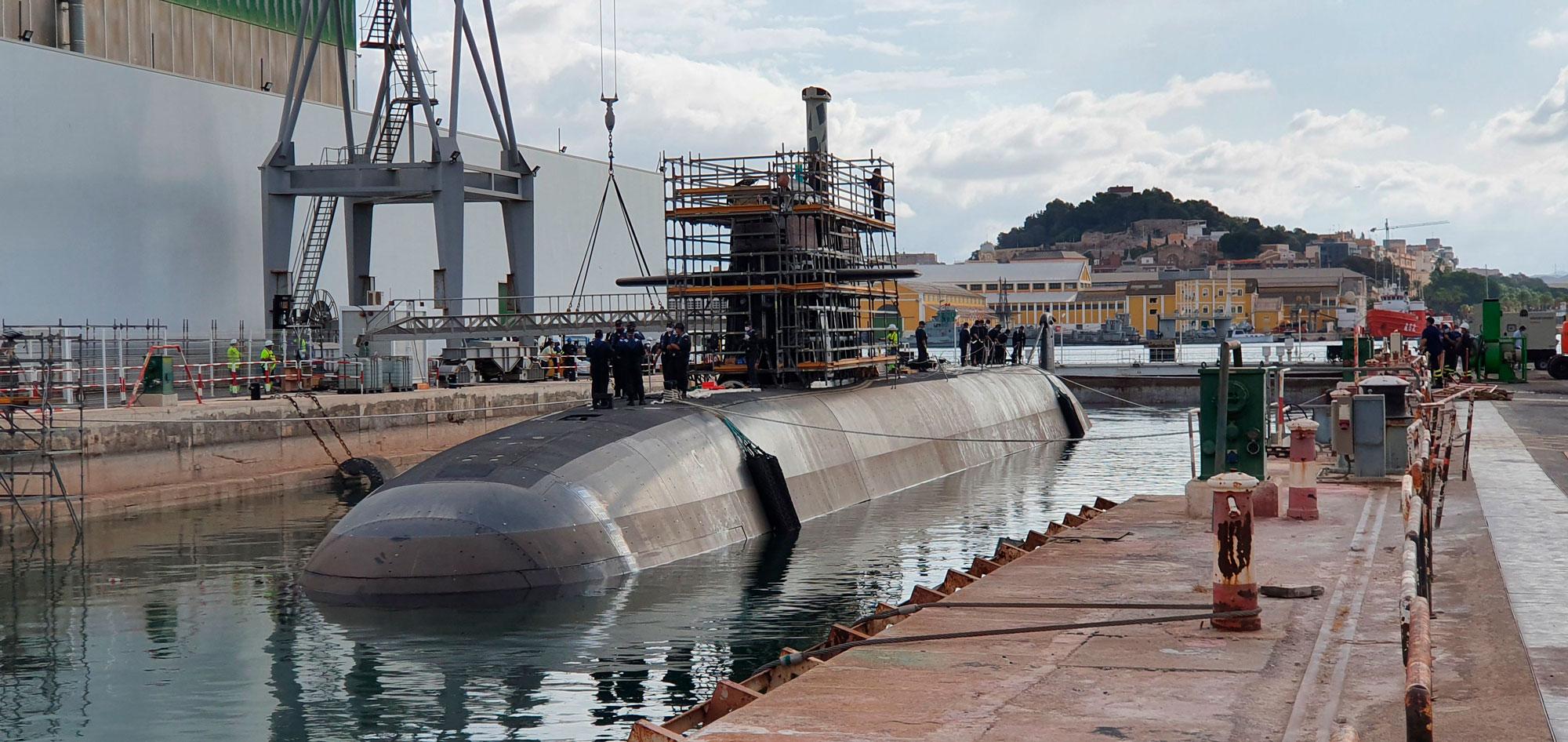 Submarino S-81, a flote, tras su primera varada reglamentaria